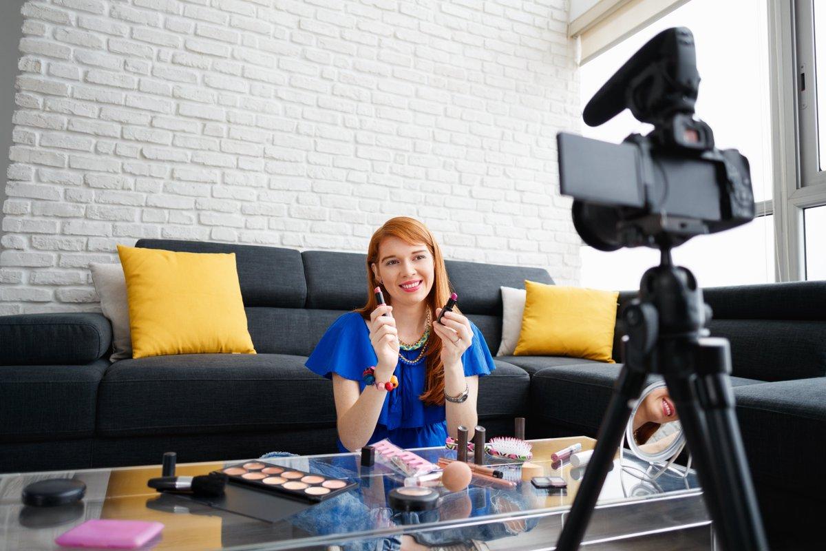 Обложили налогами даже лайки. Как работать блогеру законно?